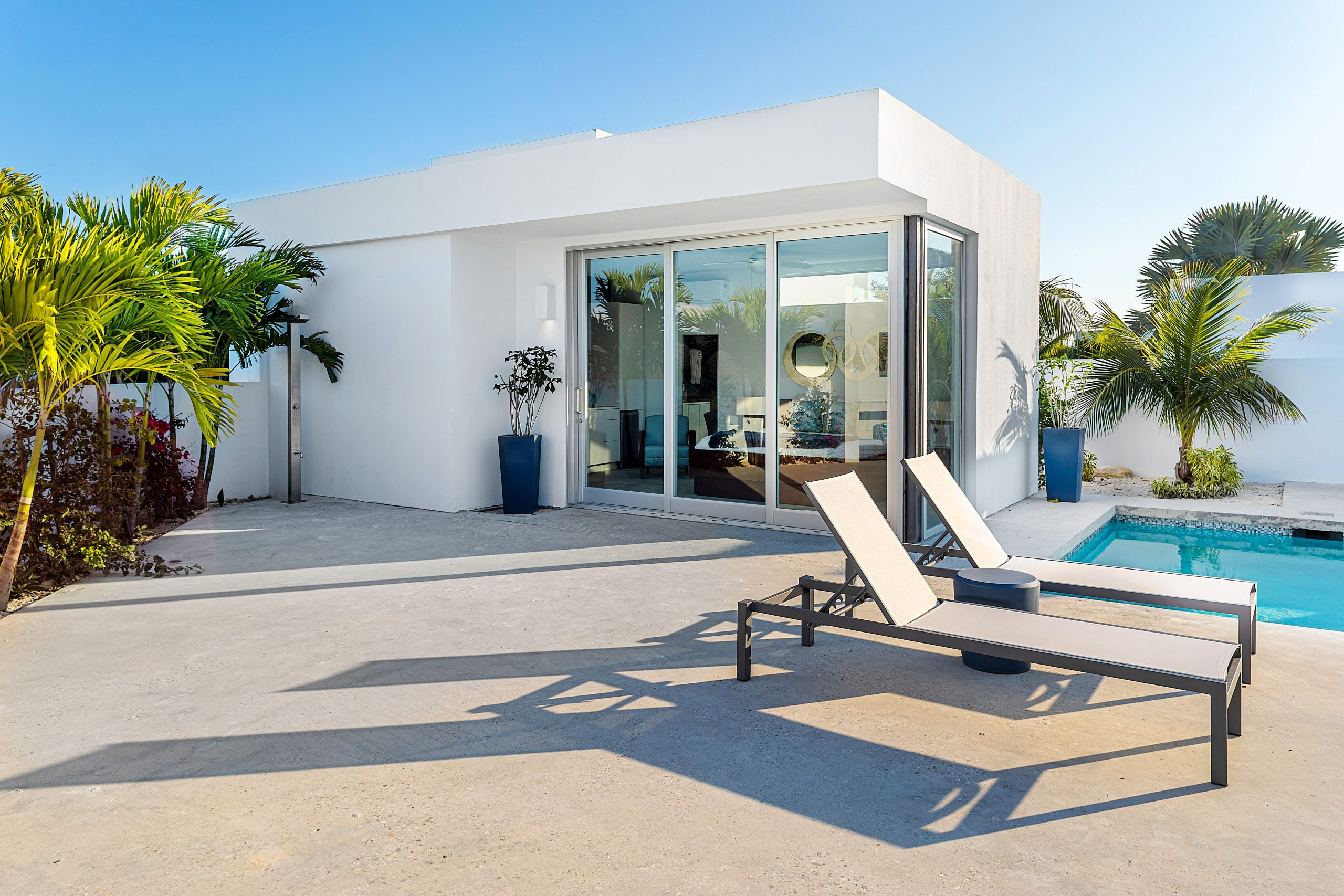 poolside studio White Villa 5